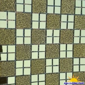 Gạch Mosaic thủy tinh vàng hoa văn