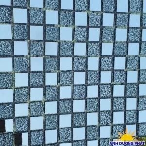 Gạch Mosaic thủy tinh trang trí trắng xám
