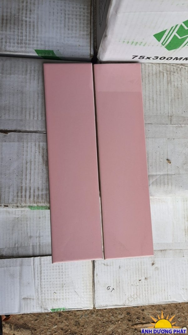 gạch 75300 hồng bóng phẳng cạnh